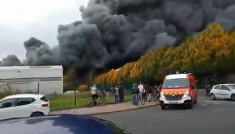 حريق فرنسا كبير في ميناء لوهافر الفرنسي