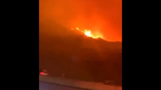 سبب حريق تنومه فيديو يظهر الحريق الكبير في السعودية والدفاع المدني يتدخل